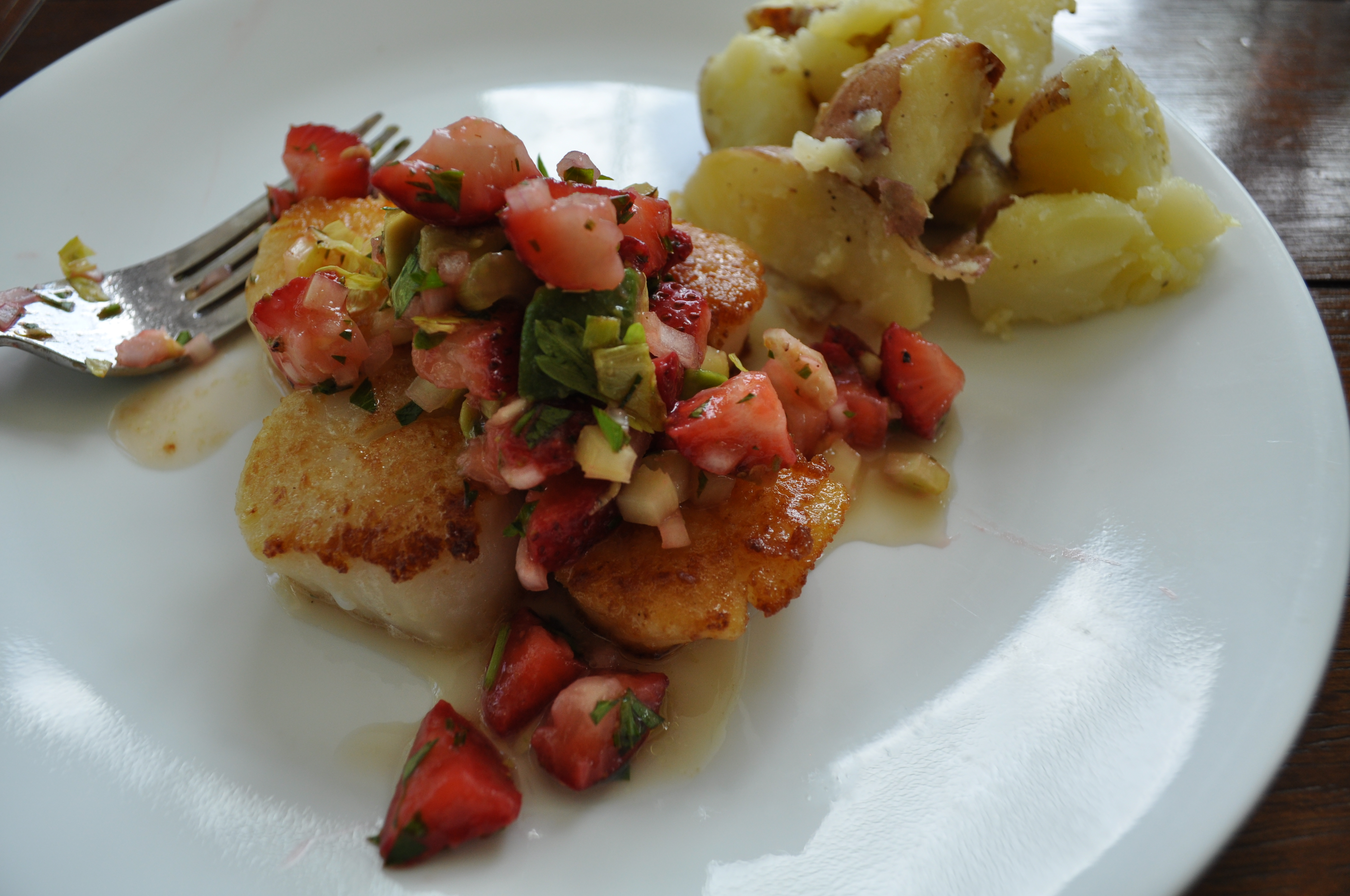 Sauteed Sea Scallops with Strawberry Salsa
