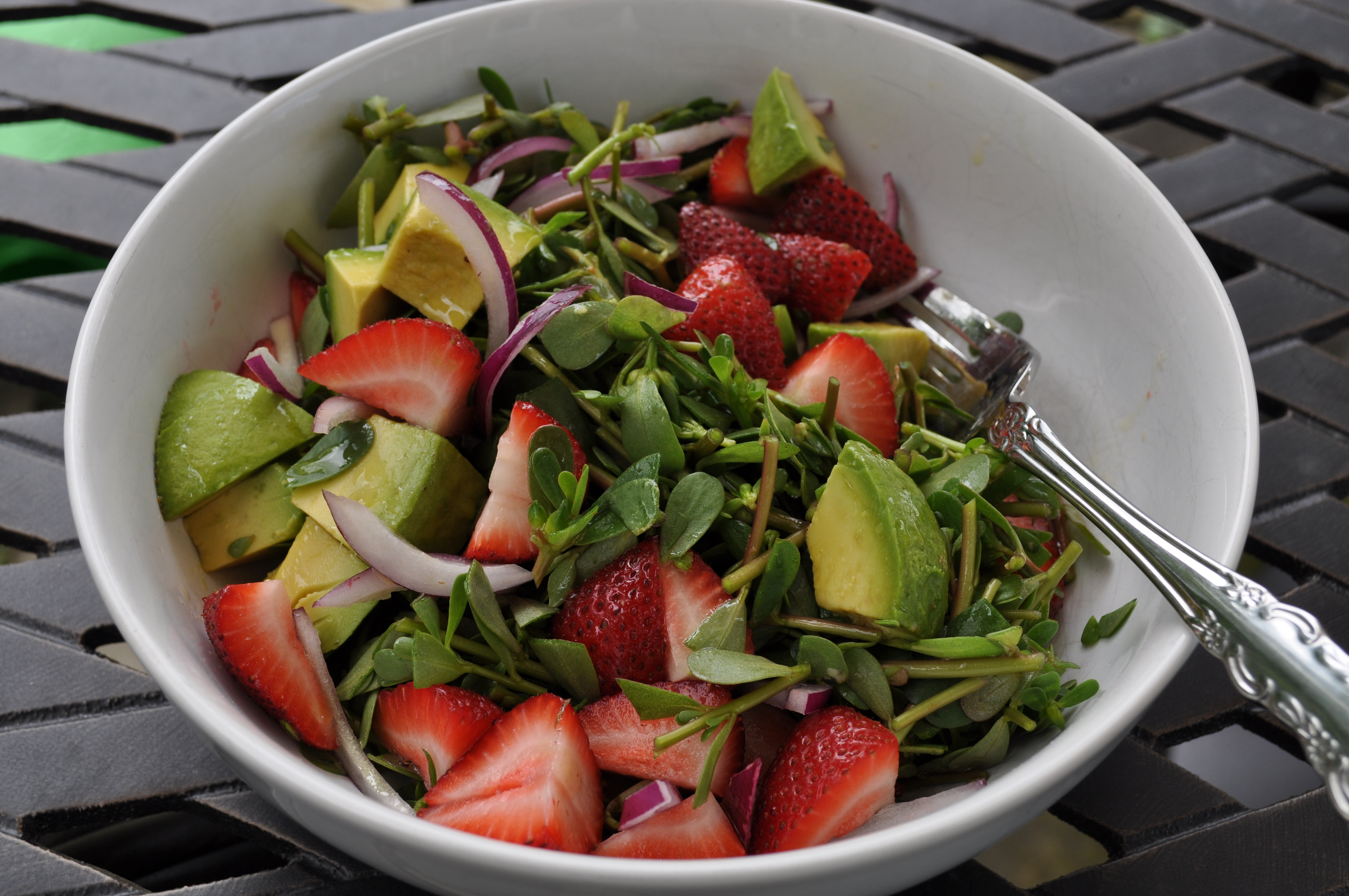 Purslane salad with vinaigrette.  Isn't it pretty?